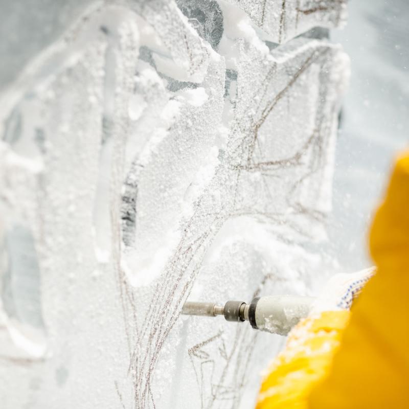 Jelgavā ledus skulptūrās atdzīvojas supervaroņi