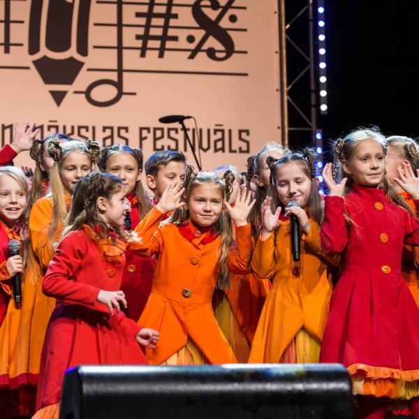 """Festivāls """"Bildes"""" koncertā pulcē bērnu vokālos un deju kolektīvus"""