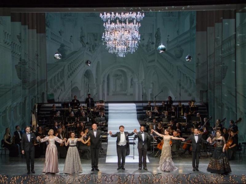 Sākušies skatītāju iemīļotie Vecgada koncerti Operā. FOTO