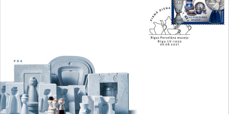 Latvijas Pasts pirmo pastmarku velta Rīgas Porcelāna muzejam