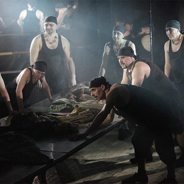 Leģendārs Maskavas teātris ved uz Rīgu dzirkstošu bufonādi