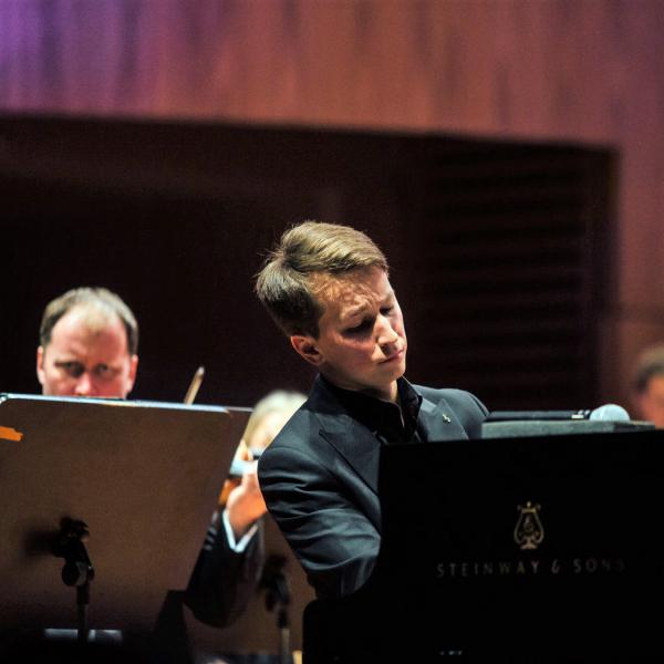 LNSO jauno sezonu atklās maestro Andra Pogas vadībā kopā ar pianistu Daumantu Liepiņu