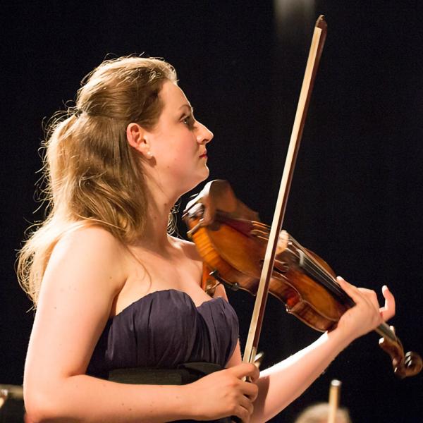 """""""Lielajā dzintarā"""" uzstāsies talantīgā vijolniece Elīna Bukša un """"Trio Aventure"""""""