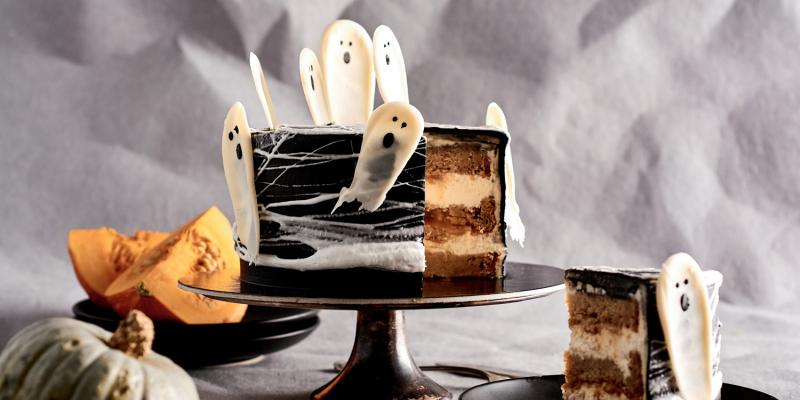 Spocīgā ķirbju kūka Helovīna ballītei