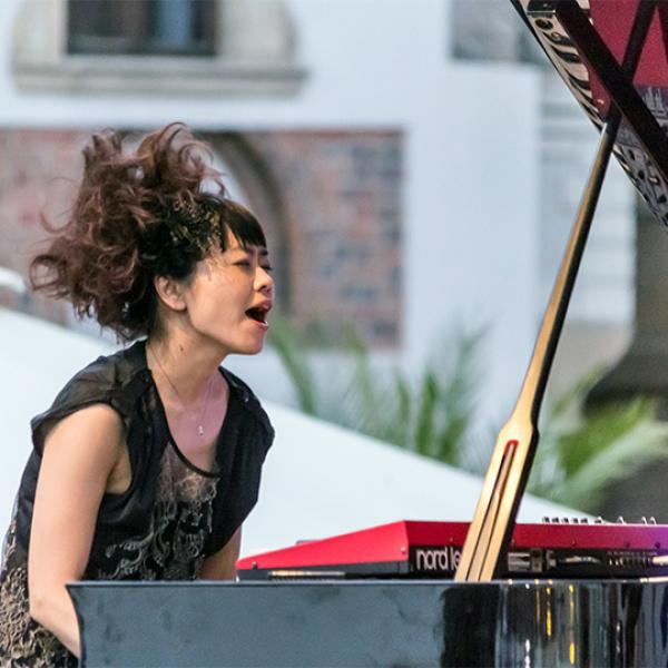 Latvijā koncertēs japāņu superzvaigzne – džeza pianiste Hiromi