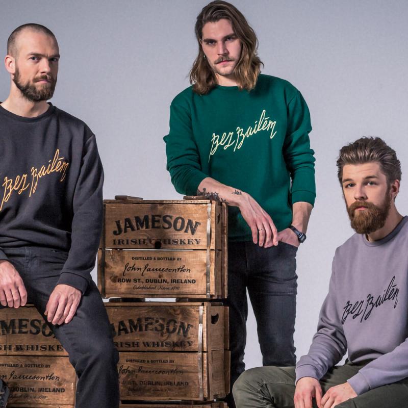 """Iedvesmojošs latviešu trio kļūst par """"Jameson"""" un """"QooQoo"""" sadarbības kolekcijas vēstnešiem"""