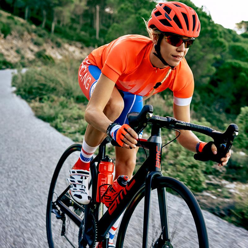Kā izvēlēties divriteni, kam veloizbraukumi ir īpaši veselīgi, un kāds apģērbs vajadzīgs