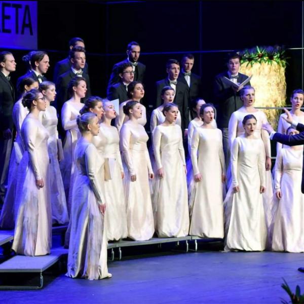 """Jauniešu kora """"Kamēr…"""" koncerts """"Nakts klusumā"""" Rīgas Vecajā Sv. Ģertrūdes baznīcā"""