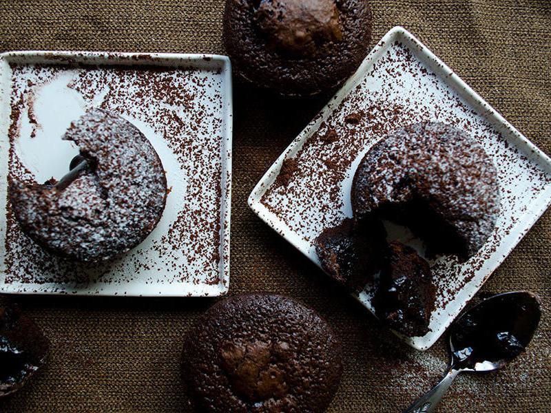 Šokolādes lavas kūka