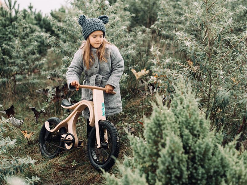 Latvijā ražotais bērnu līdzsvara divritenis leg&go ieguvis pasaules līmeņa dizaina un inovācijas balvu