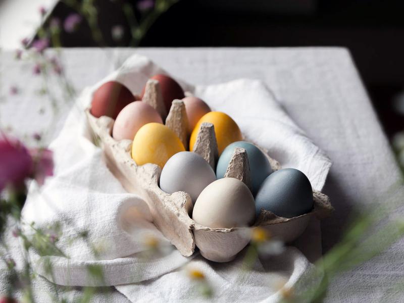 10 vērtīgi padomi Lieldienu olu krāsošanai