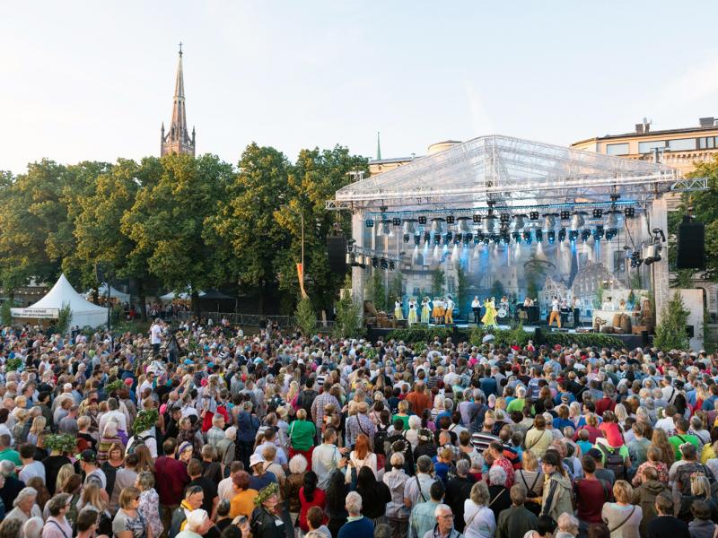 Rīgā svētkus svinēja vairāki desmiti tūkstošu līgotāju. FOTO