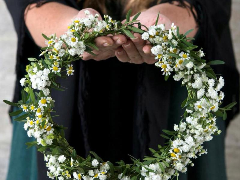 Līgo svētku vainaga pīšana un tradīcijas