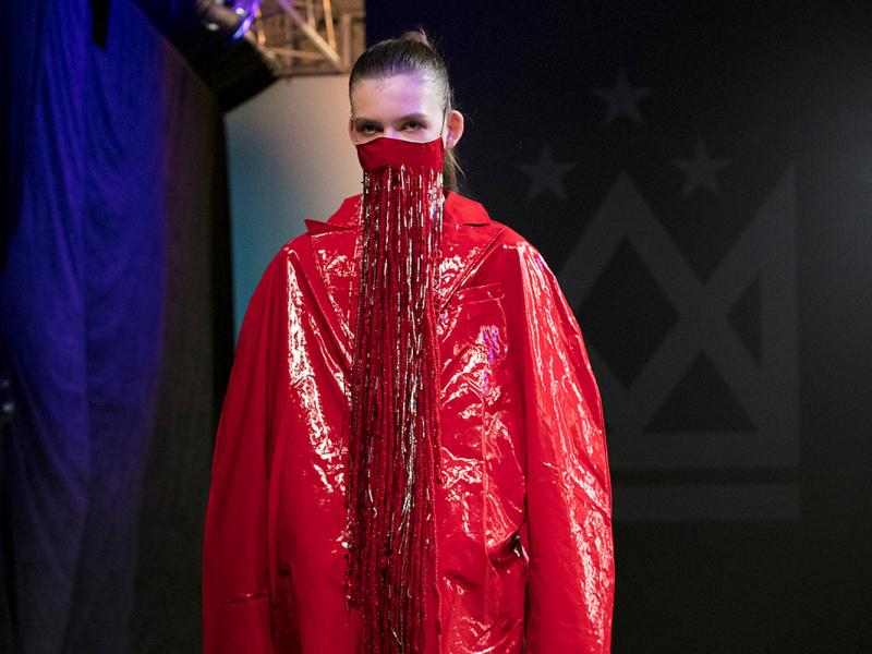 Krāšņi aizvadīta ikgadējā Latvijas Mākslas akadēmijas studentu modes skate. FOTO