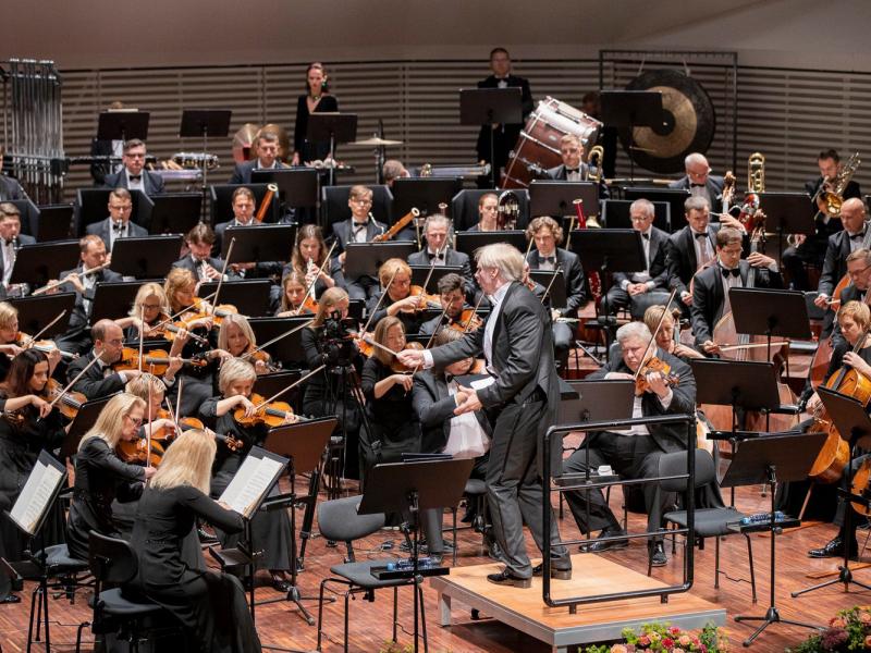 Ar grandiozu lielkoncertu LSO atklāj 139.koncertsezonu. FOTO