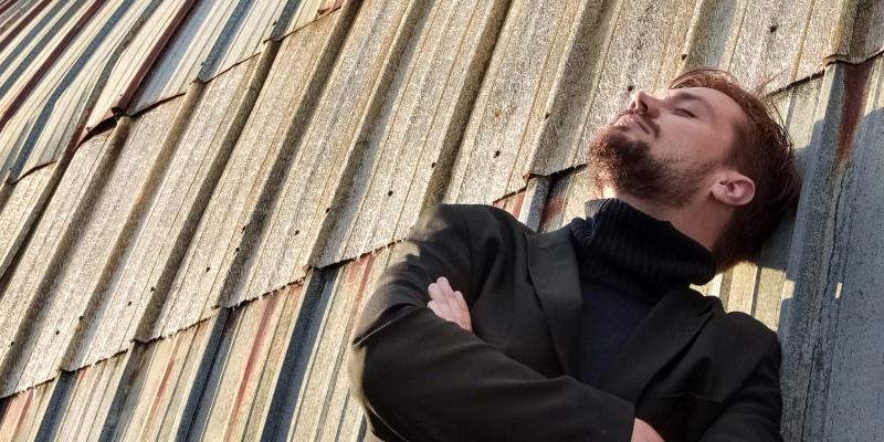 Dzejas dienās Valmiermuižā viesosies dzejnieks Meistars un ģitārists Kristaps Tīss
