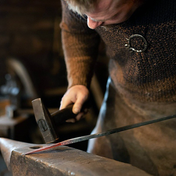 """Dzelzceļa muzejā atklās tautas lietišķās mākslas un amatniecības izstādi """"Metāls un rotas"""""""