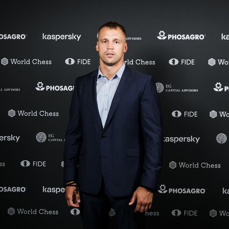 Latvijas sabiedrībā zināmi cilvēki piedalās prestižajā šaha Grand Prix. FOTO