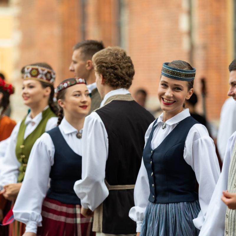 """Ieskandināts IX Starptautiskais tautas deju festivāls """"Sudmaliņas"""". FOTO"""