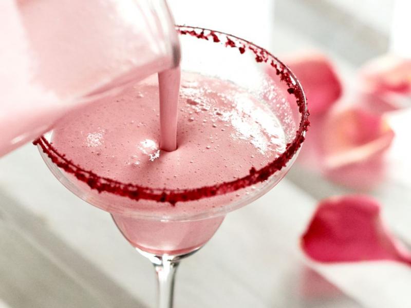 Romantisks kokteilis Valentīndienas vakaram