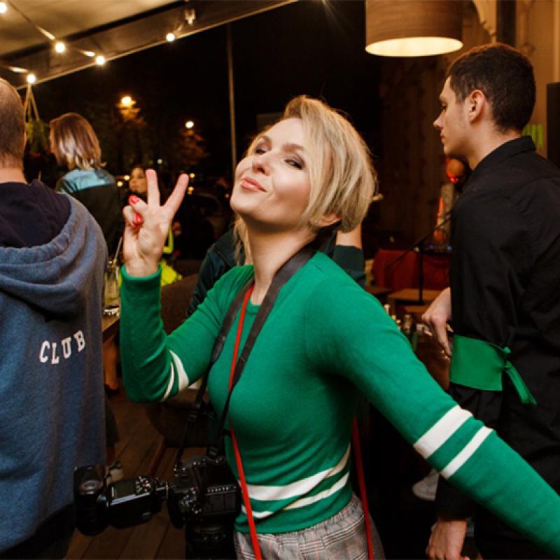 Krāsaino ballīšu sērija noslēdzas zaļos toņos. FOTO