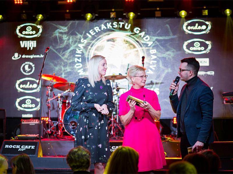 """Paziņoti mūzikas balvas """"Zelta Mikrofons"""" nominanti. FOTO"""