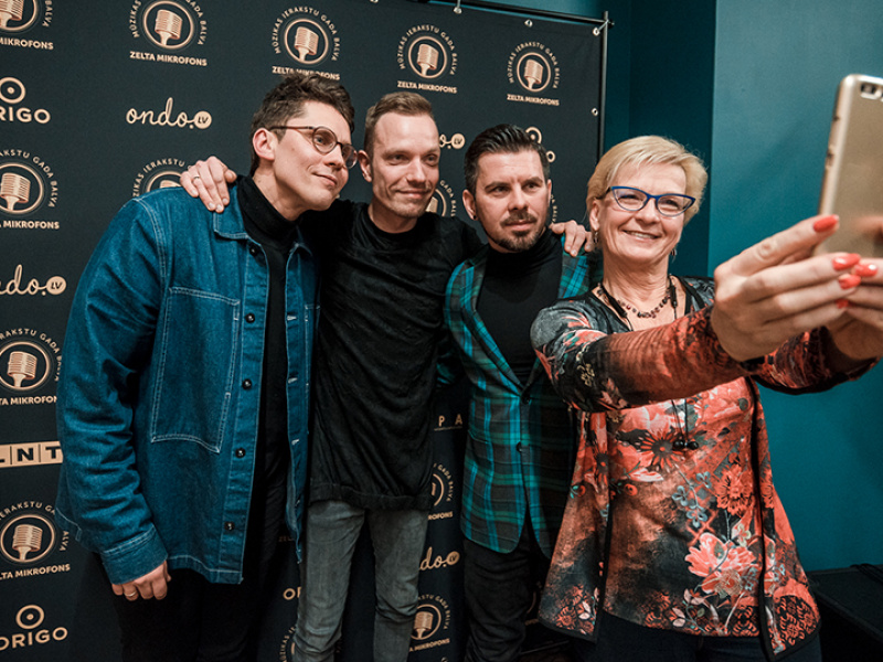 """Tikšanās ar """"Origo Zelta dziesma 2018"""" nominantiem – grupu """"Instrumenti"""" un Intaru Busuli. FOTO"""