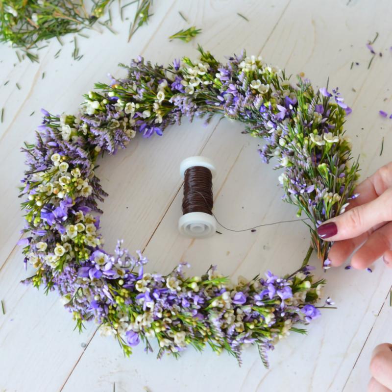 Kā uzpīt ziedu vainagu