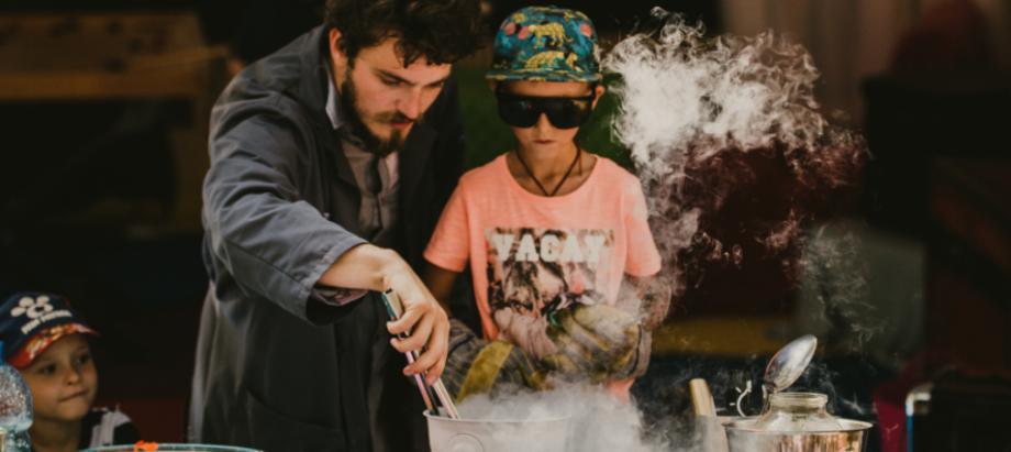 """Kultūras pils """"Ziemeļblāzma"""" aicina bērnus uz radošo darbnīcu un zinātnisko šovu"""